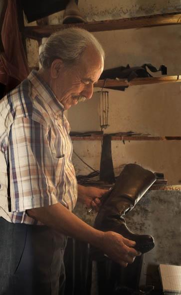 Κρητικά στιβάνια Κασταμονίτσα στιβανάς υποδήματα στιβανάδικο