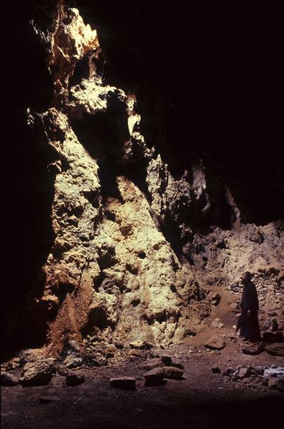 Αγιοφάραγγο, Μονή Οδηγήτριας, σπήλαιο, Γουμενόσπηλιος